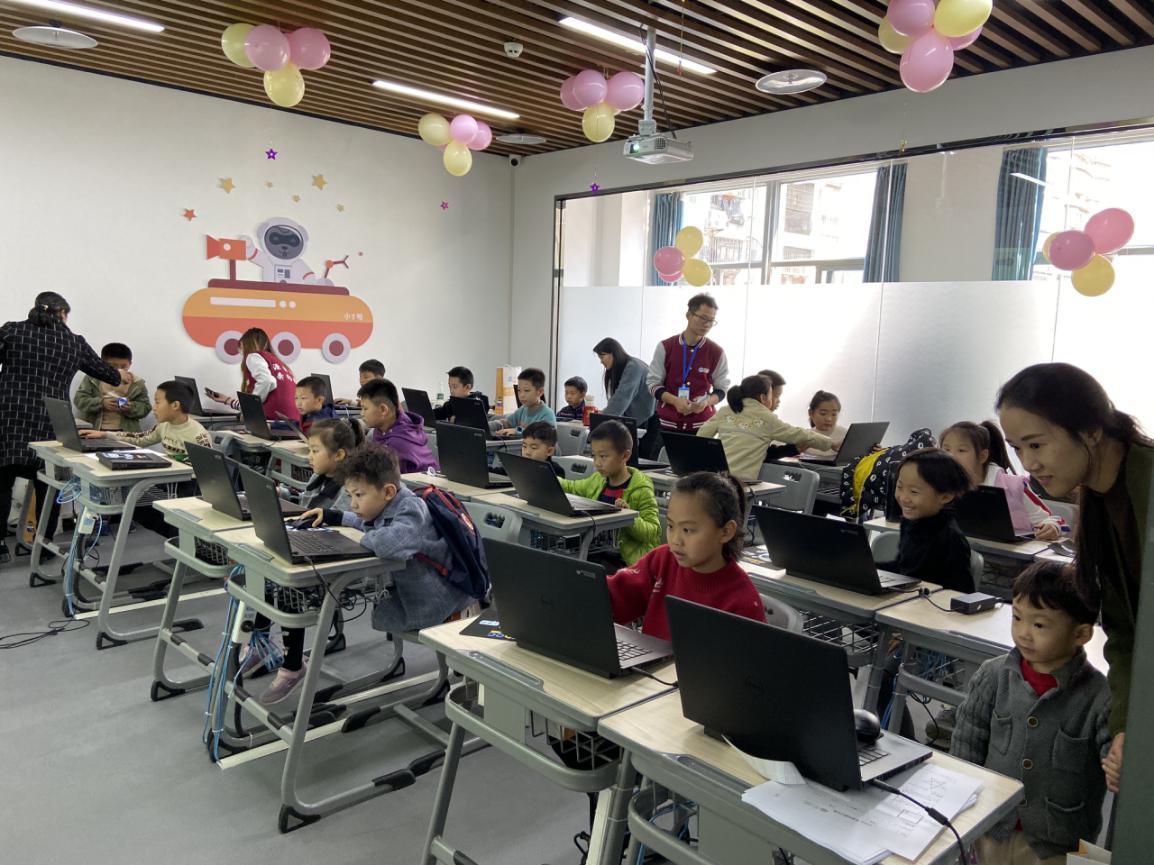 共享AI赋能,助力智慧教育 TDOG青少儿编程学习中心落地集美(3)